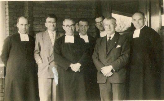 Leerkrachten Aloysiusschool Heemstede in 1951 met nog gemengd religieuze broeders en leken-onderwijzers (Bert van Vork)