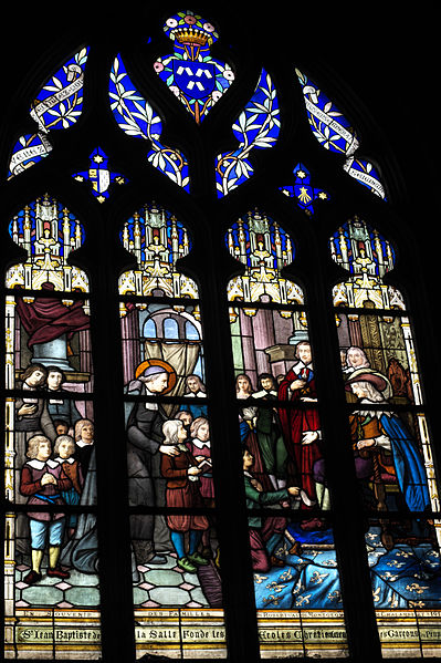 Groot glas-in-loodraam gewijd aan J.B.de la Salle, in Dammantin-en Goële