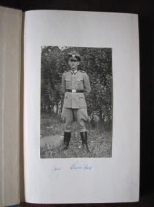 Jupp Henneböhl in het uniform van de Grüne Polizei redde veel broeders van deportatie naar Duitsland