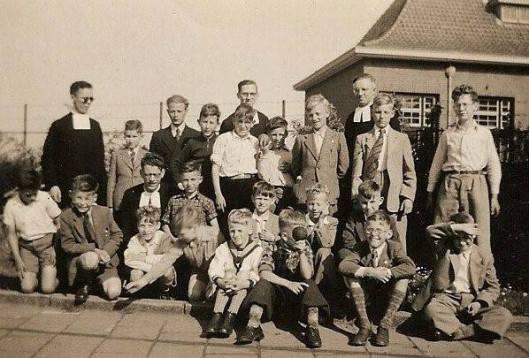 In 1951 maakten leerlingen van de Odulfusschool die ook als misdienaars fungeerden een uitstapje naar Artis in Amsterdam, waarna een bezoek werd gebracht aan de broeders in Heemstede.