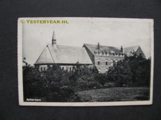 Talrijke jongemannen ook uit de regio Zuid-Kennemerland zijn tot broeder opgeleid in het noviciaat van de broeders van De La Salle in Baarle Nassau, een Noordbrabants dorp op de grens met België (Baarle Hertog)