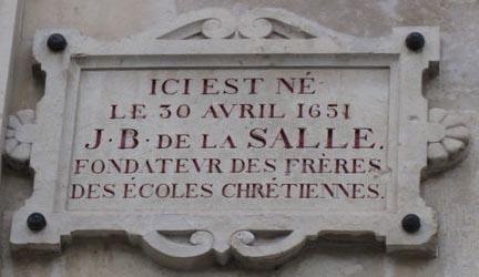 Plaquette aan voorgevel van geboortehuis J.B.de la Salle in Reims