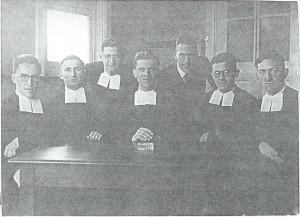 Broeders van de Sint Jozefschool en de heer Van Maanen, begin jaren 30 van de vorige eeuw.