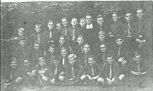Scouts uit Heemstede omstreeks 1935 onder leiding van een broeder met als leden o.a. C.van Assema, G.Strikwold, W.Preyde, T.Blom, L.Hoppezak, L.Kerkvliet, H.Lammers, H. en J. van Looij, H.Steynman, P.Corthuis, Th.Jansen, A.Akkermans, Th.Brouwer, B.Delis, K.Smit, R.Nieveen van Dijkum, P.Goosens, H.Duivenvoorde, P.en L. van Leuven, Th. en J.Adriaanse, J. en H. Schumacher, G.Roozen, H.Zegwaart, H.van Rooden en L.Uitendaal.