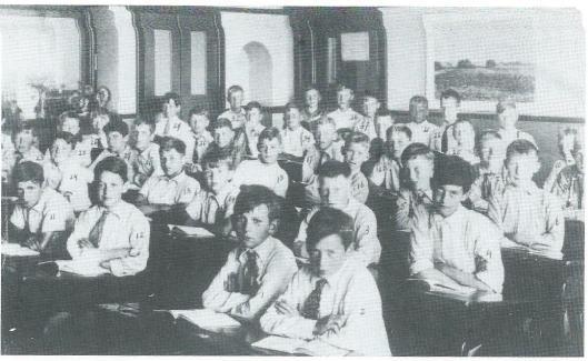 De Aloysiusschool, 6e/7e klas in 1938 onder leiding van broeder Willibrord Heerink