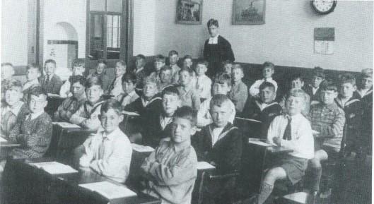 Derde klas van de St. Jozefschool, zomer 1931 onder leiding van broeder Tarcisius
