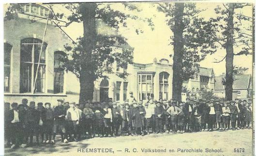 Oude prentbriefkaart van de S. Jozefschool aan de Herenweg in Heemstede
