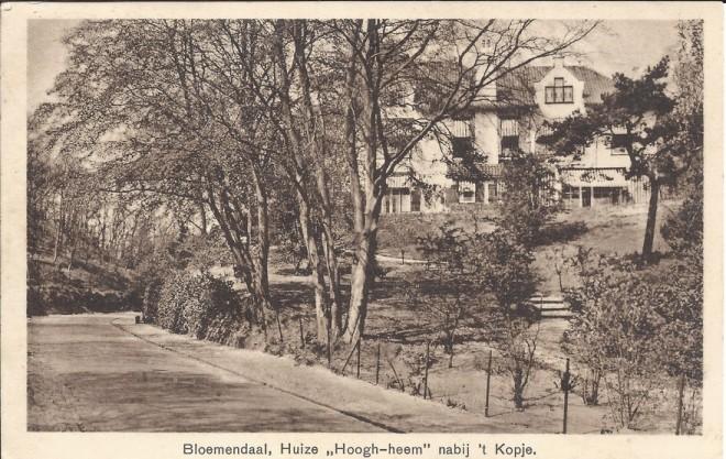 Prentbriefkaart uit 1931 van villa 'Hoogh Heem' aan de Koninginneduinweg 2 Bloemendaal. In 1903 ontworpen door J.A.van der Steur en in 1914 vergroot naar plannen van Johannes Wolbers.