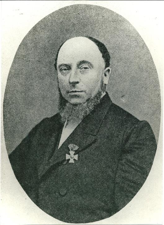 Julien Wolbers (1819-1889) woonde tot 1857 in Heemstede. Was gemeenteraadslid, schreef een standaardwerk over de geschiedenis van Suriname, bestreed de slavernij enwas grondlegger van het Christelijk Werkliedenverbond 'Patromonium'. Op zijn revers het onderscheidingsteken behorende bij de ridderorde van de Eikenkroon.