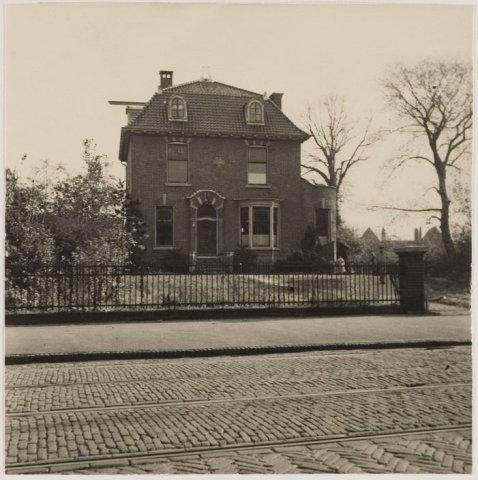 Land- en Spaarnzicht, in 1908 gebouwd naar een ontwerp van Johannes Wolbers