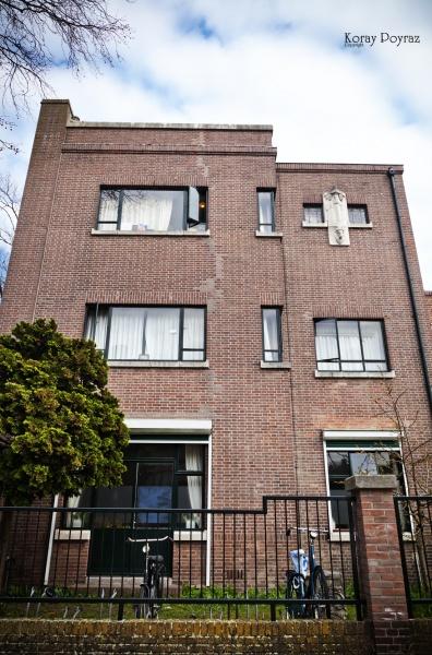Pand Mauvestraat 57 Den Haag, in 1927 ontworpen door Johannes Wolbers jr. en 1928 gebouwd naar de wensen van opdrachtgeefster Thea Lüps (1889-1957).