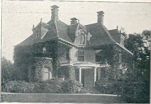 De door Wolbers ontworpen villa Zuiderhout op een foto uit 1930 toen het pand leegstond en bij makelaar Kwak te koop stond. Tot 1927 woonde hier de Zaanse ondernemer P.H.Kaars Sijpesteijn die na de annexatie van 1 mei 1927 met zijn gezin naar Oud-Berkenroede in Heemstede verhuisde. Begin 20ste eeuw woonde in het grote pand de familie Victor.