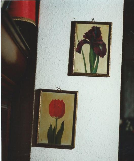 Twee van de talrijke paneeltjes die bloembollenvertegenwoordigers meenamen naar het buitenland om de Hollandse bolbloemen aan de man te brengen; door Lucien Manceau (1873-1937) (foto Matyse Kummer)