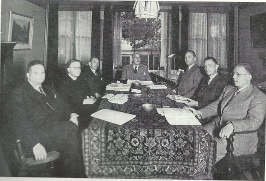 Tot 1948 zat Brongersma als bestuurslid in verscheidene r.k. organisaties, zoals van de r.k. Nederlandsche Boekhandelaren en uitgeversvereniging 'Sint Jan'. Op deze foto uit 1948 zien we v.l.n.r. Paul Brand, voorzitter, J.A.L.M.Winters, secretaris, prof.drs.J.van der Gaag, geestelijk adviseur, W.J.C.van Rissum, penningmeester, P.G.M.Coebergh (van de Haarlemse boekhandel), mr.dr.E.Brongersma, juridisch adviseur en C.H.M.Hesseling, directeur van uitgeverij De Toorts in Heemstede, later Haarlem (foto uit gedenkboek , 1949)