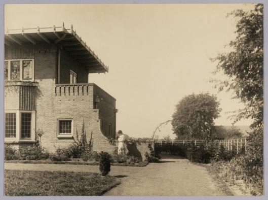 Zijaanzicht de Eikenhorst in Bennebroek