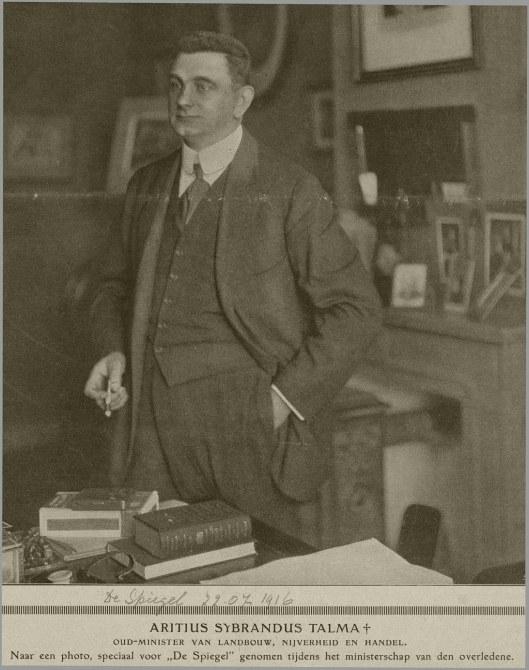 A.S.Talma in zijn werkkamer