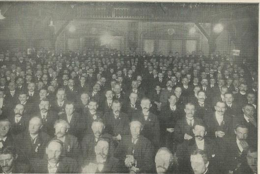 Nog een foto van de grote betoging der Katholieke Werklieden-organisaties voor de sociale wetgeving en minister Talma ter ere (Katholieke Illustratie, 1911)