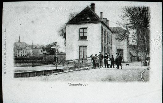 De vroegere pastorie in Bennebroek in de Schoolstaat, hoek Meerweg. 's Winters was her er vanwege hoge plafonds koud. Een bekende uitspraak is: 'Talma heeft in het Parment in den Haag gestreden en in de pastorie van Bennebroek geleden.'