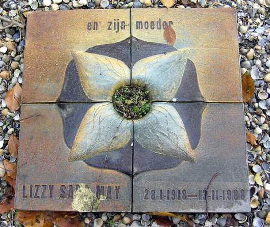 Het graf van Lizzy Sara May op Zorgvlied, Amsterdam
