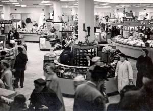 Interieurfoto van V&D Haarlem uit 1955