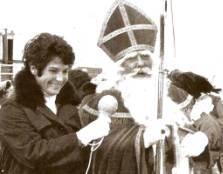 Mies Bouwman interviewt Godfried Bomans in zijn rol als Sinterklaas