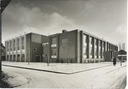 Nog een foto van het politiebureau Heemstede aan de Cruquiusweg