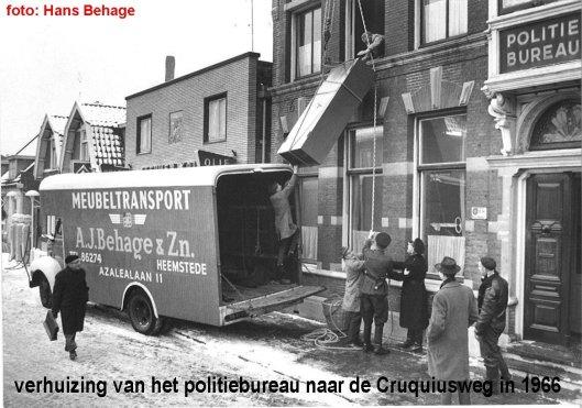 Verhuizing in 1966 van het politiebureau aan de Raadhuisstraat in 1966 naar een gloednieuw pand aan de Cruquiusweg