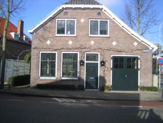 In 1912 is behalve in Heemstede-Noord ook in het zuidelijk deel van de gemeente, de Glip een velwachterswoning met arrestantencel en brandspuitenbergplaats gebouwd. De eerste bewoner van de dienstwoning was politieman B.Silvis met zijn gezin. Tegenwoordig heeft het pand de status van een gemeentelijk monument.