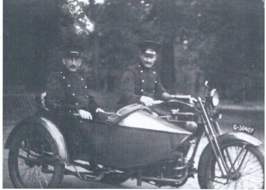 Enkele jaren later beschikte Heemstede over een motor met zijspan, de zogeheten motorbrigade