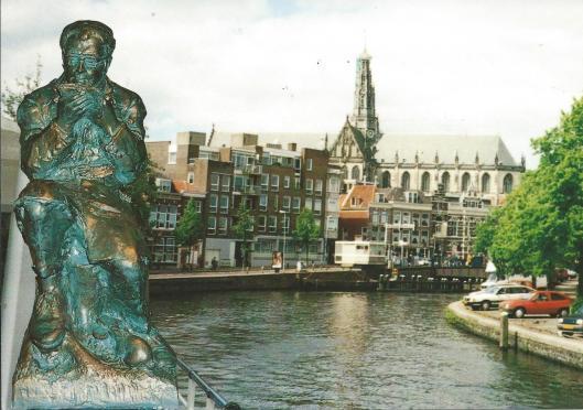 Wordt vevolgd (beeld Godfried Bomans door Wim Jonker; Scan studio Heemstede.