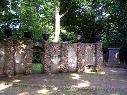 Gedenkbuur met oorspronkelijke graftombe van Johan Maurits in Kleef