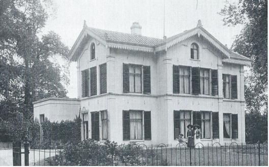 Gezicht op 't Nieuw Klooster op de Binnenweg van notaris Dolleman, welke villa moest wijken voor bouw van de winkelgalerij
