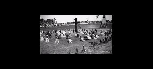 De roomskatholieke manifestatie Kruisvaart is in mei 1937 door enige duizenden deelnemers en bezoekers op de Heemsteedse wielerbaan gevierd