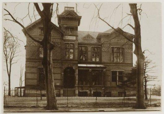Huize 'Jjojakarta', in 1997 gebouwd voor notaris Smit onder architectuur van Johannes Wolbers
