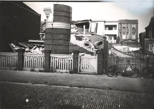 Sloop van na explosie verwoeste synagoge in Zandvoort, 4 augustus 1940 (Zandvoort.vroeger.nl)
