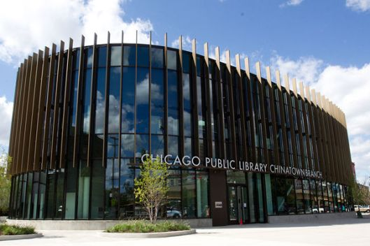 De Chinatown branch library in Chicago