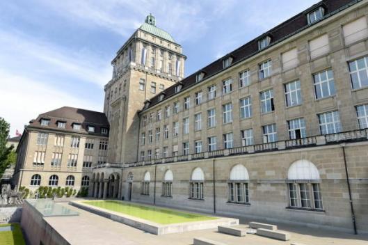 Binnenplaaats van de jubilerende Zentralbibliothek Zürich (Walter Bieri)