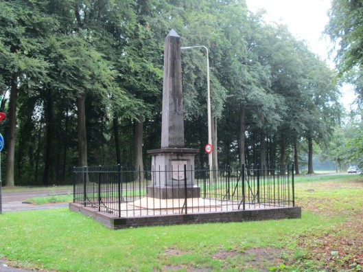 Recente foto van kortgeleden gerestaureerd monument bij het Manpad